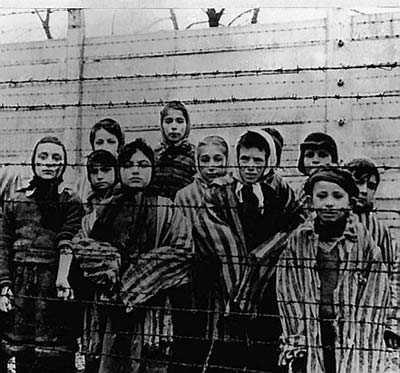 Judiska barn i nazisternas koncentrationsläger i Auschwitz 1945.