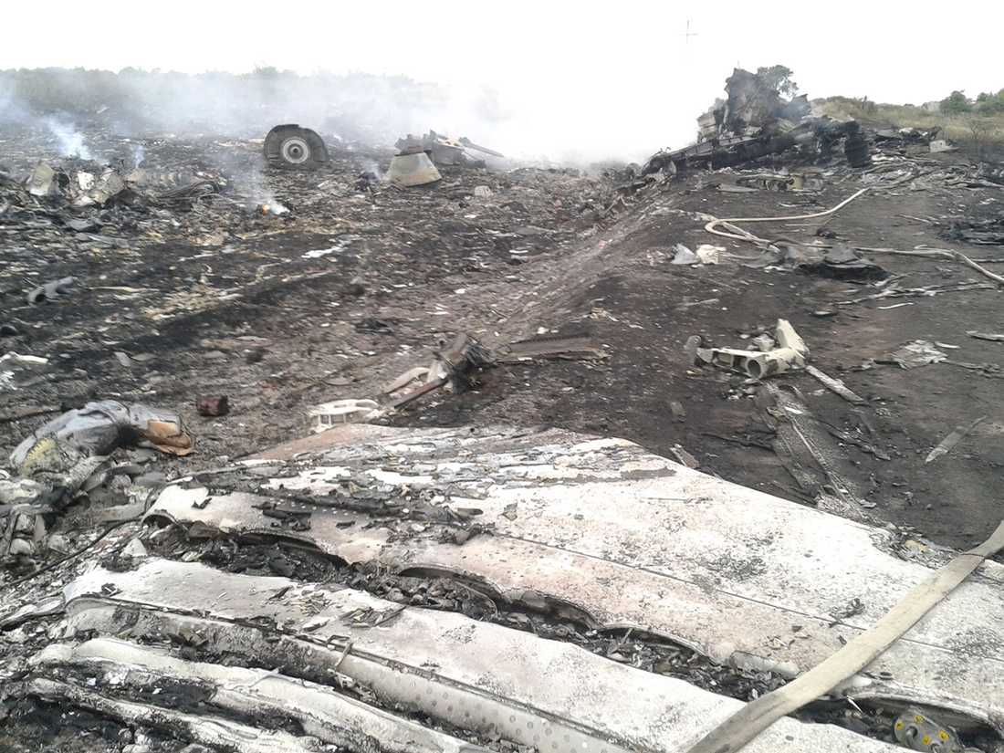 Platsen där MH17 kraschade. Bara bråte återstår.