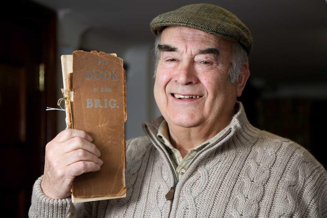 Brittiska The Telegraph var först ut med nyheten om Sherlock-novellen. Berättelsen var en del i en novellsamling som historikern Walter Elliot hade hittat på sin vind i staden Selkirk i Skottland. Novellsamlingen gavs ut i samband med en insamling till bygget av en ny bro i Selkirk i början av 1900-talet. Tanken var att boken skulle dra in pengar till brobygget.