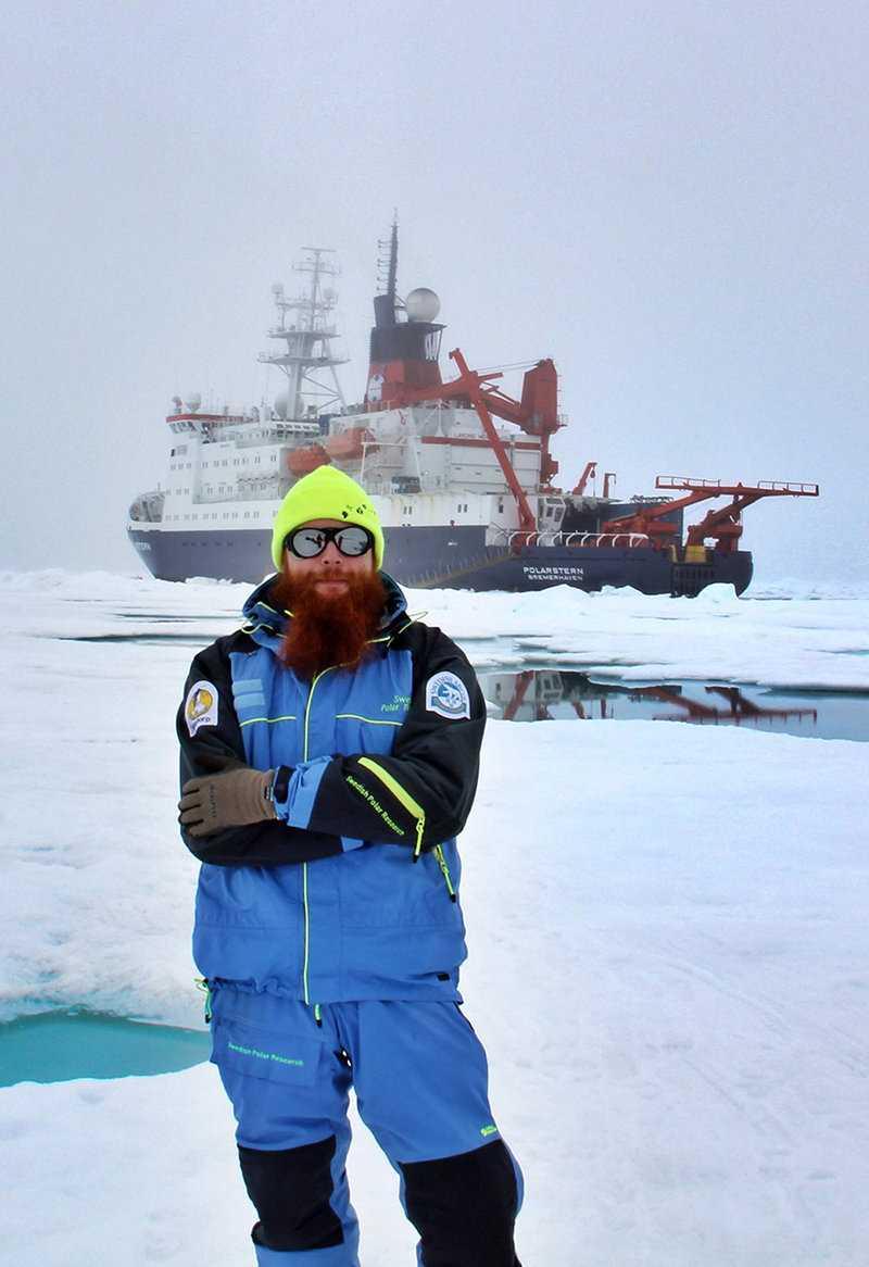 Adam Ulfsbo arbetar till vardags på institutionen för marina vetenskaper vid Göteborgs universitet. På expeditionen studerar han det marina koldioxidsystemet i Arktiska oceanen.