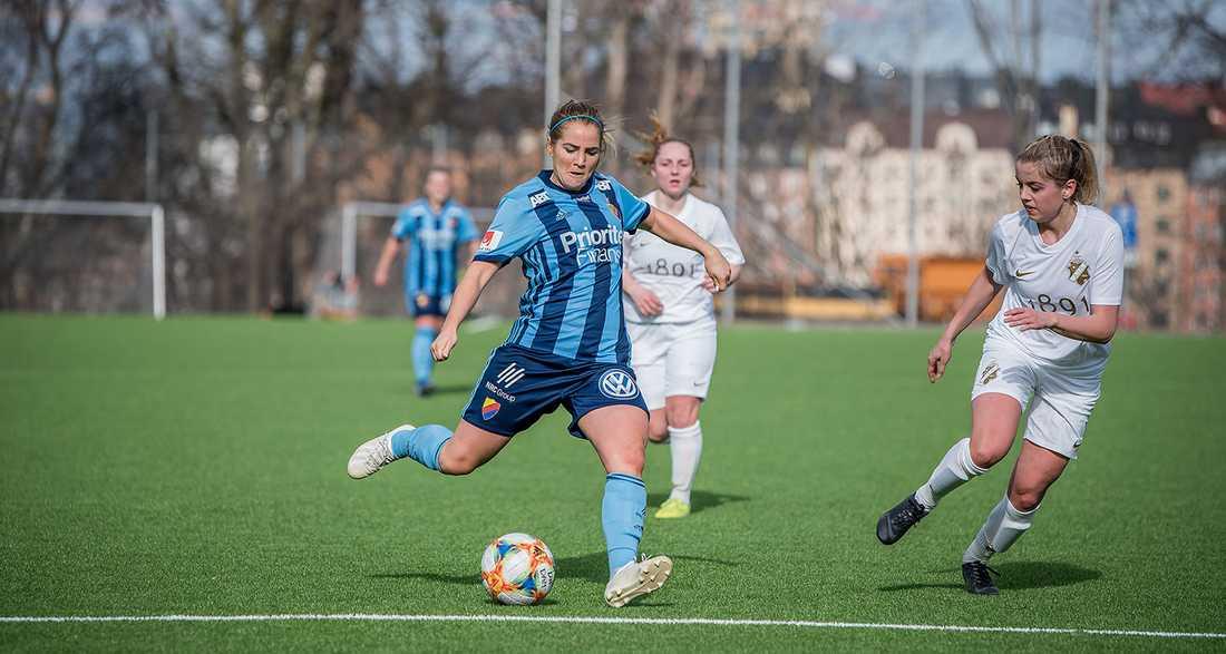 Irma Helin spelar till vardags i Djurgården.