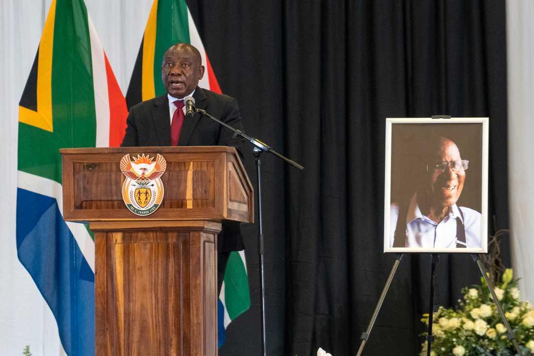 Sydafrikas president Cyril Ramaphosa häver förbud på försäljning av alkohol och tobak. Arkivbild.