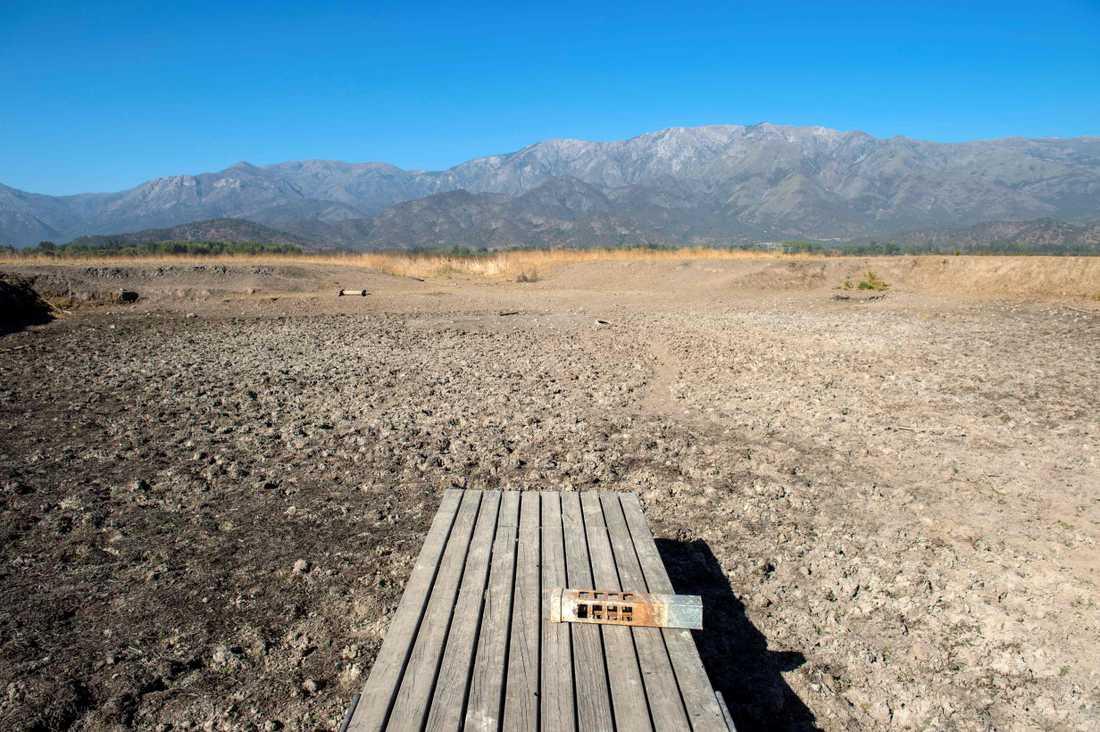 Det nu uttorkade tidigare semesterparadiset, sjön Aculeo i Chile.