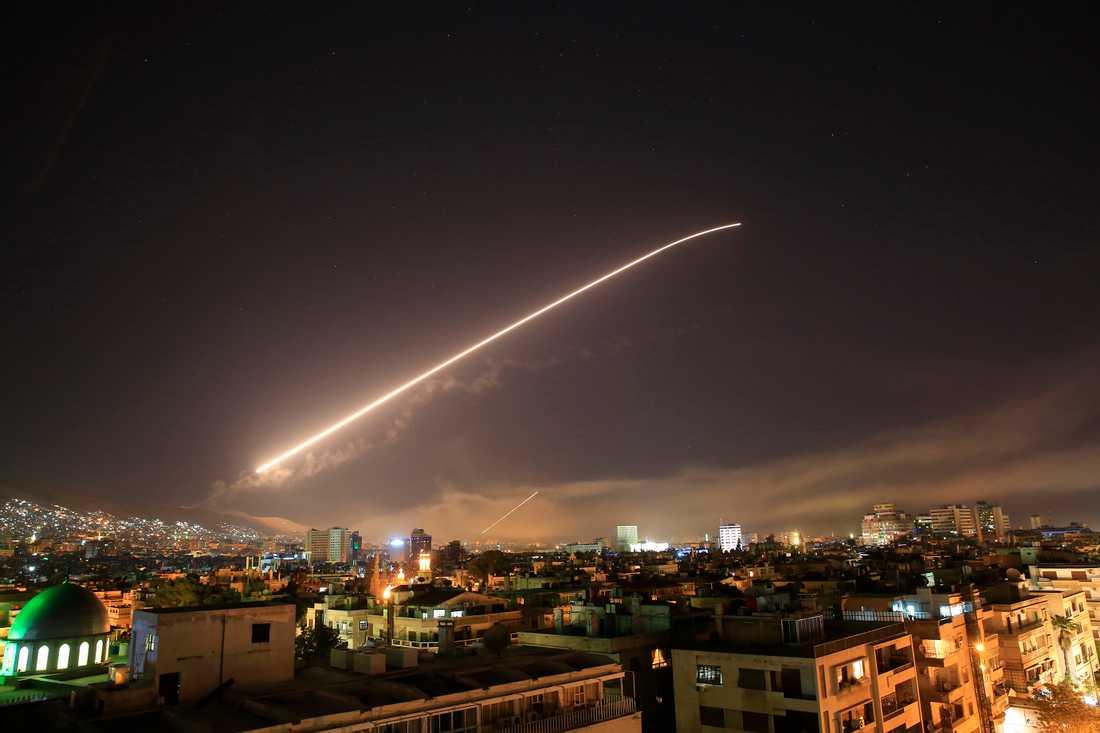 Missiler syns över Damaskus.