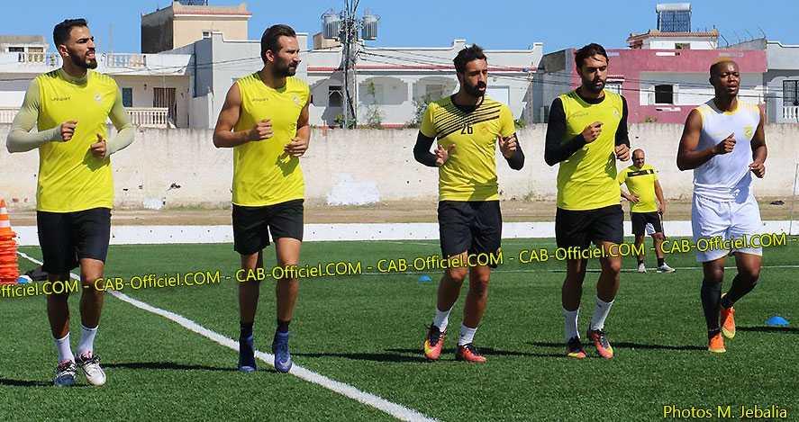 Alieu Darbo (längst till höger) i träning med CA Bizertin den 12 september.