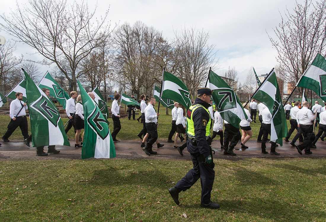 Nordiska motståndsrörelsen marscherar i Borlänge på första maj i fjol.