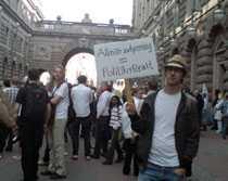 Christian Säflund är en av dem som kommit till Riksdagen för att demonstrera mot FRA-lagen.