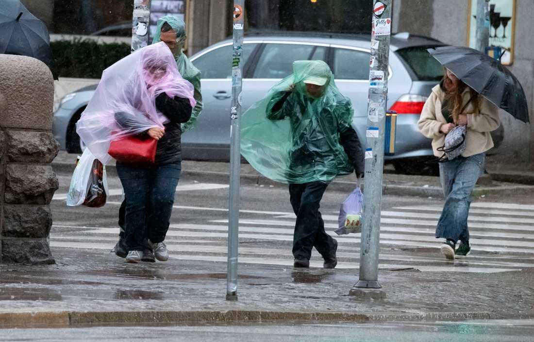 Stormen Knud slår in över Malmö på fredagen.
