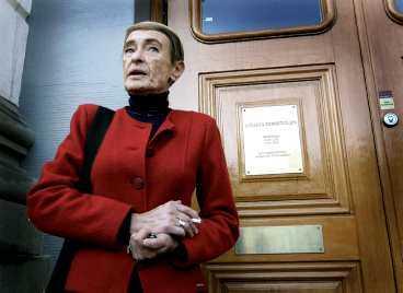 """vill inte bli nedsmutsad Alfons Åbergs """"mamma"""", Gunilla Bergström, slåss i Högsta Domstolen: """"Jag vill inte bli smutsad i kanten"""", säger hon."""