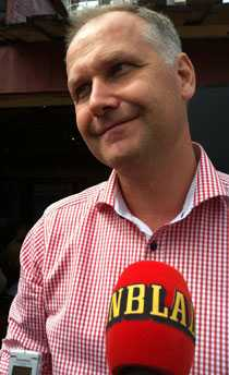 Träder fram Jonas Sjöstedt vill att alla som utmanar Ohly om partiledarposten ska göra det öppet.