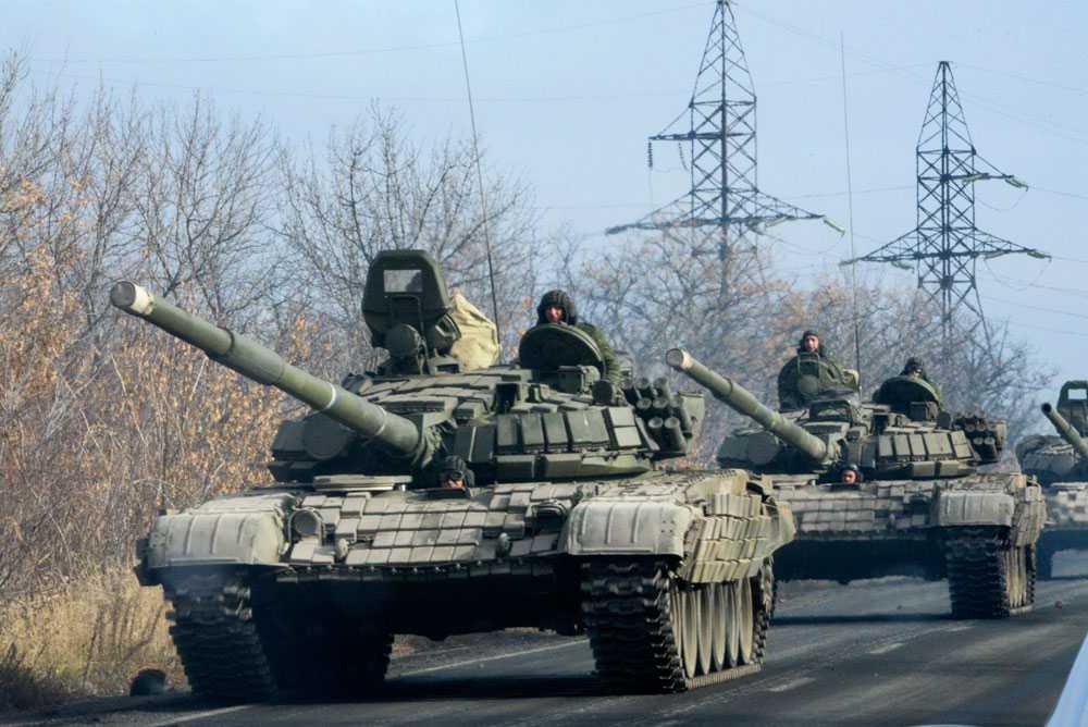Pro-ryska separatister på väg mot Donetsk. Bilden är från 10 november 2014.