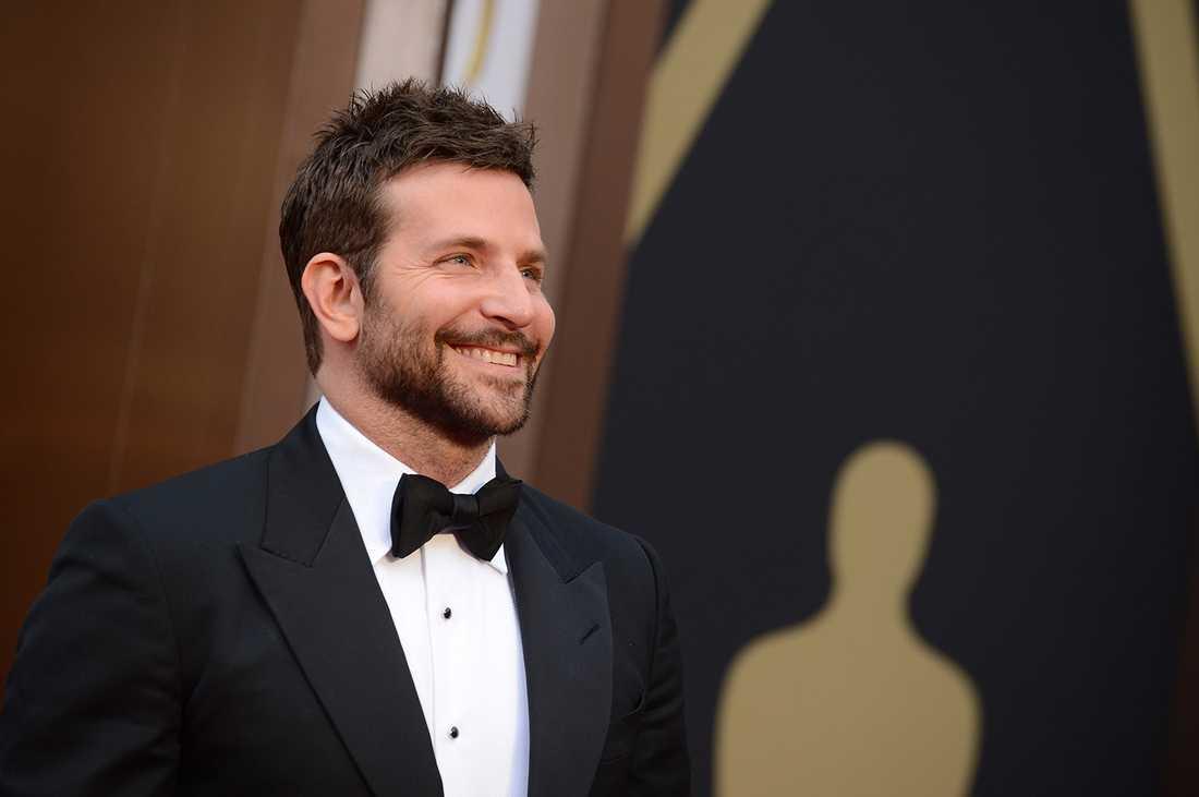 Så här glad blir Bradley Cooper av sina miljoner.