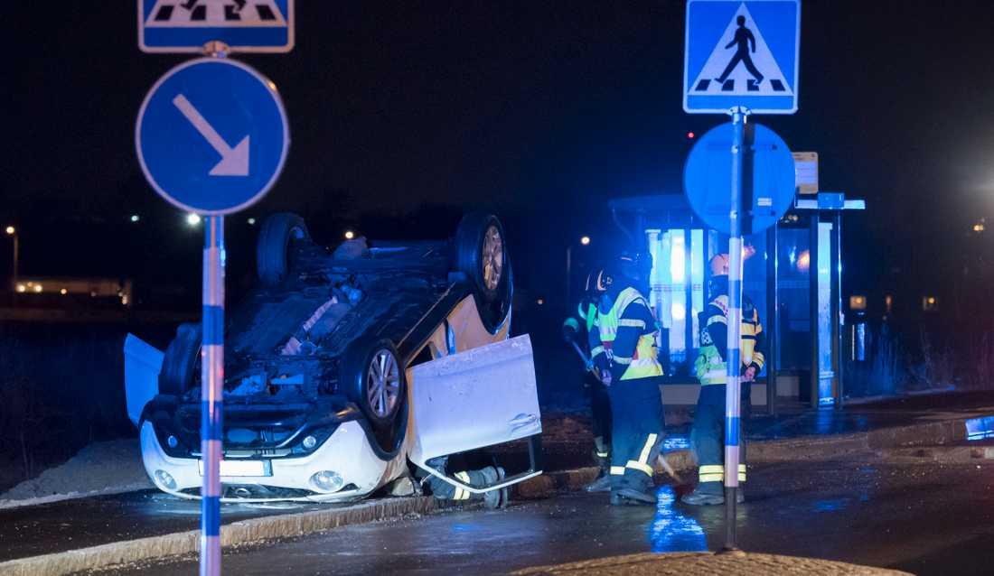 När bilen började ryka bestämde de sig för att göra allt de kunde för att få ut passagerarna ur bilen.
