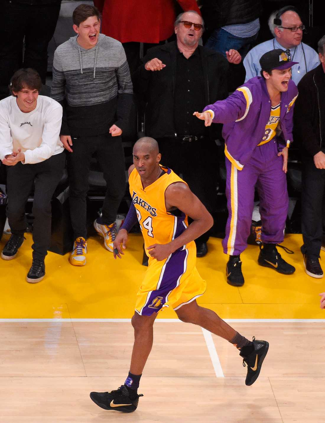 Jack Nicholson och hans son hejar på Kobe Bryant under en hemmamatch 2016. Arkivbild.