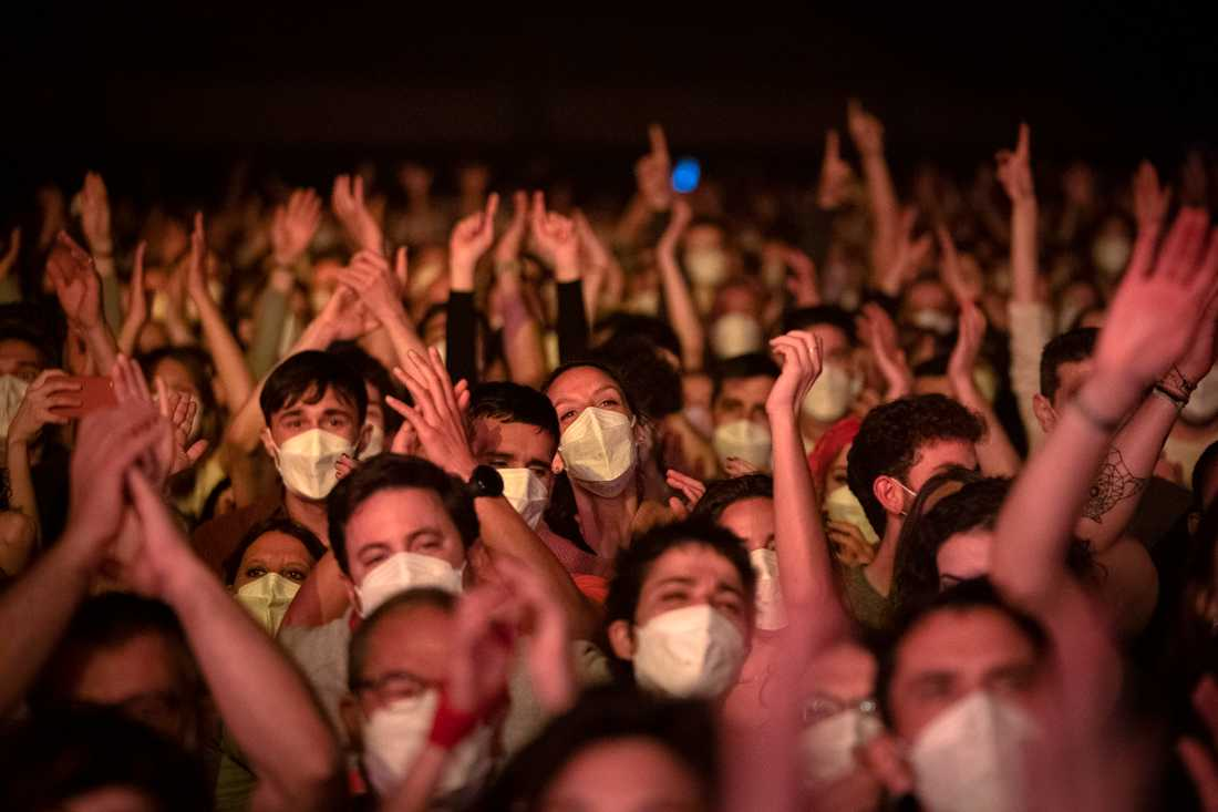 Omkring 5000 personer gick på konsert i Barcelona, som ett experiment. Inget för Sverige, säger Tegnell.
