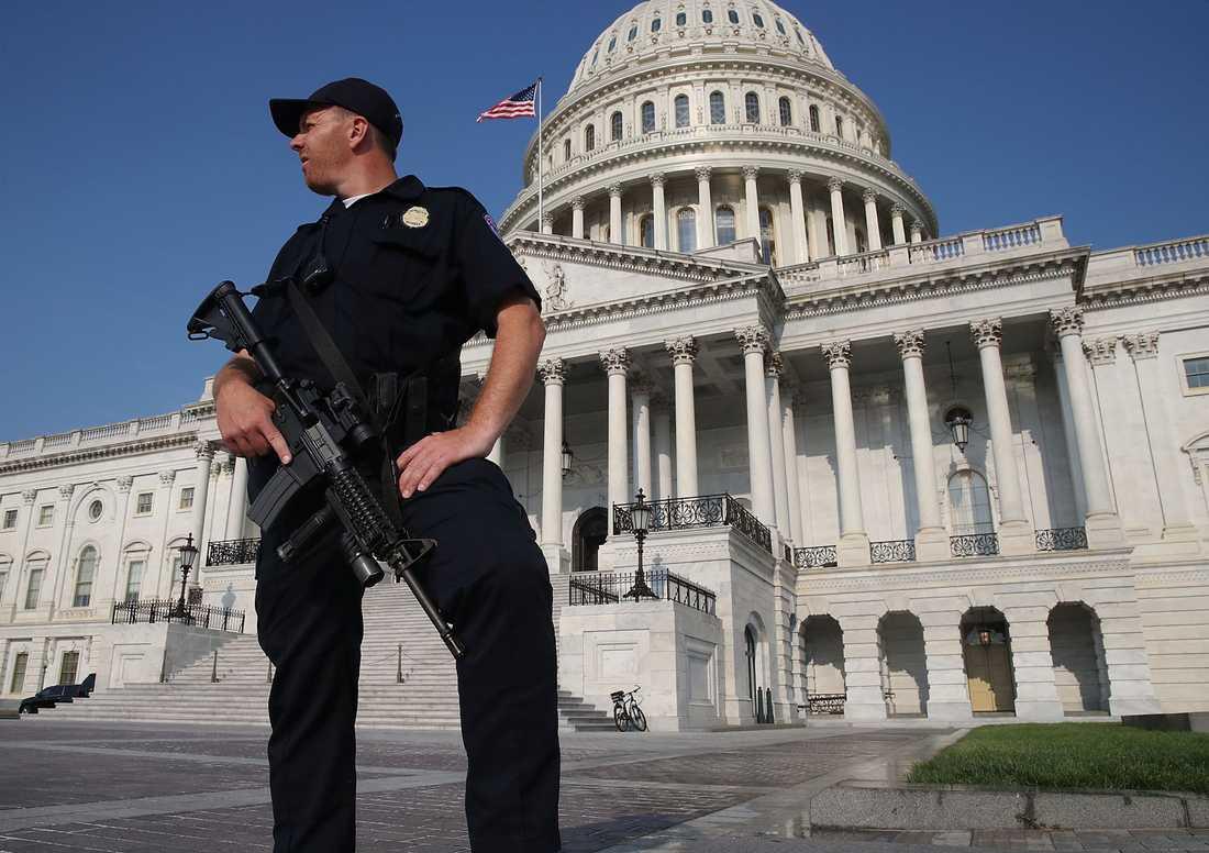 Säkerheten är förhöjd på flera platser i Washington efter dådet
