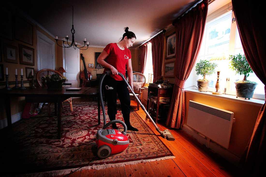 Till skillnad från 30-talets hembiträden är få inom rut-sektorn fackligt organiserade. Foto: Jerker Ivarsson