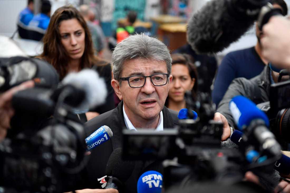 Jean-Luc Melenchon, fullmäktigeordförande i Marseille och partiledare för partiet Insoumise talar med pressen.