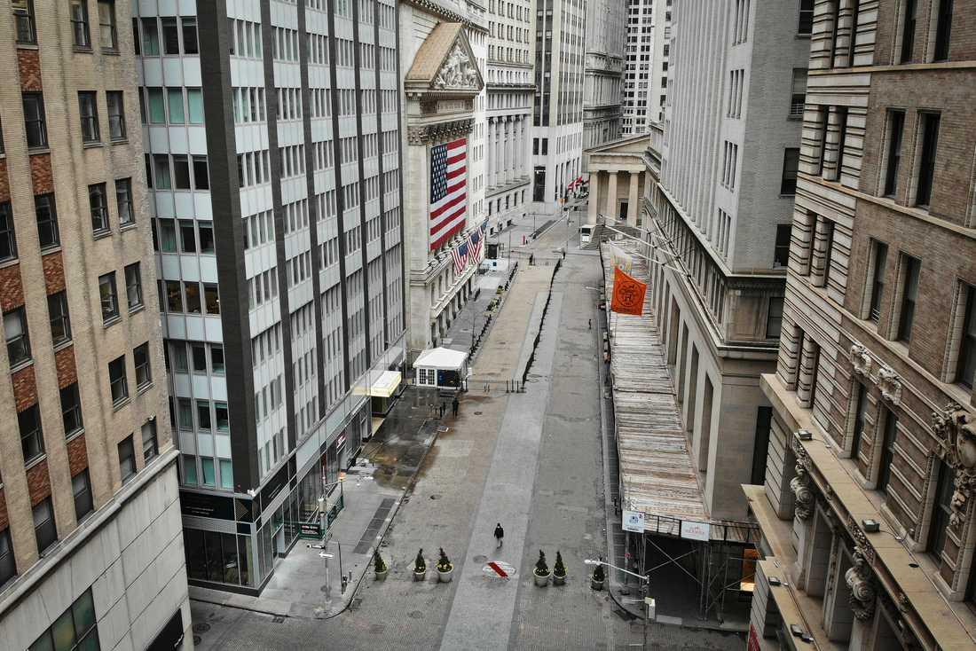 Tomt i börskvarteren när hårt drabbade New York har infört karantänsregler.