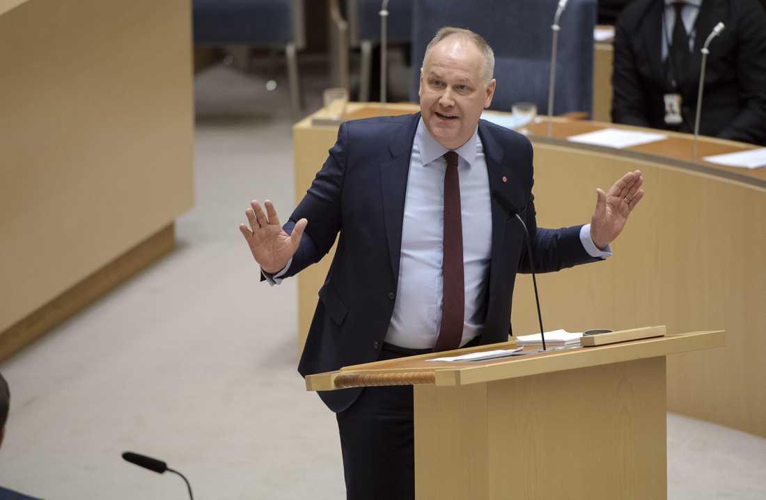 Vänsterledaren tar strid för Greta Thunberg.
