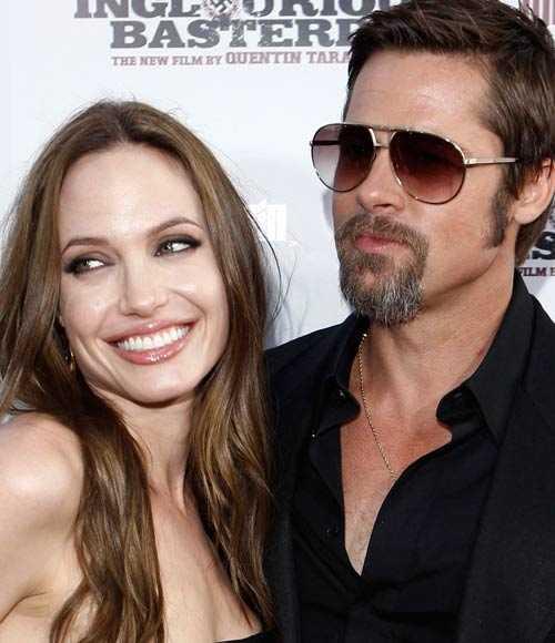 …Och även om fansen försvinner gillar Angelina Jolie fortfarande att pussa på sin Brad.