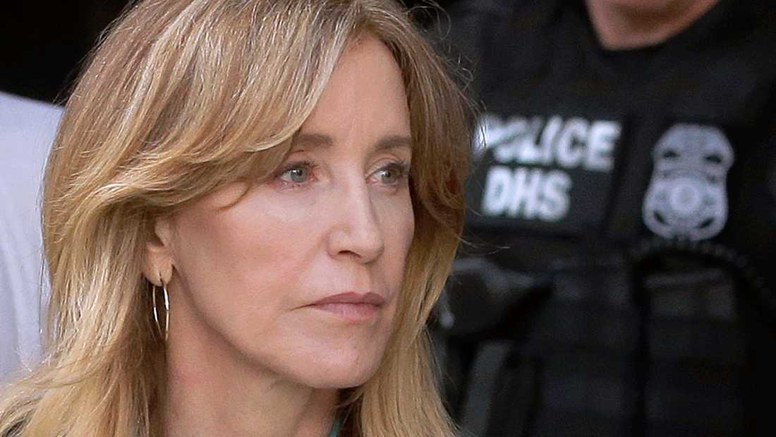 Felicity Huffman i rätten i Boston den 3 april.