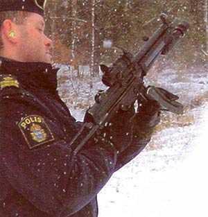 Kriminalkommissarien Olle Liljegren dömdes för vapenbrott och tjänstefel.