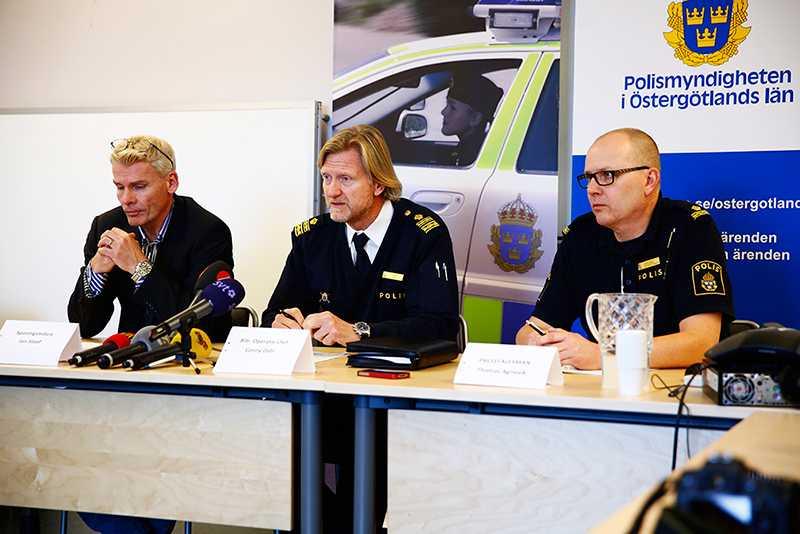Polisen höll presskonferens med anledning av dubbelmordet.