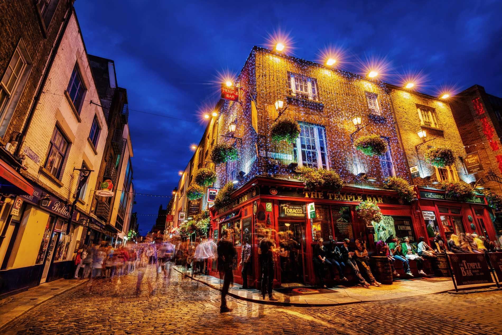 Dublin har ett känt nöjeskvarter vid namn Temple bar.