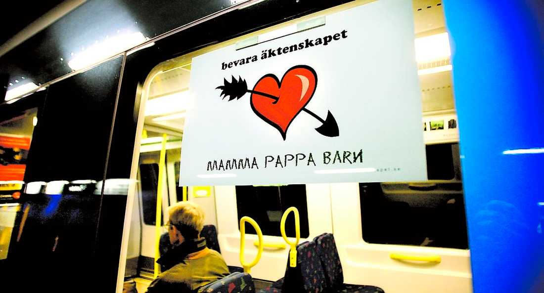 """Väcker ilska Bevara äktenskapets kampanj i tunnelbanan är inte populär hos RFSL. """"Den är osmaklig och stötande"""", säger Jerry Adbo, ordförande för RFSL Stockholm."""