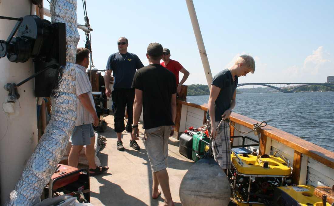 PÅ SKATTJAKT Gruppen Ocean explorers kallar sig skattletare, och har bland annat funnit champagneflaskor för miljoner på havets botten.