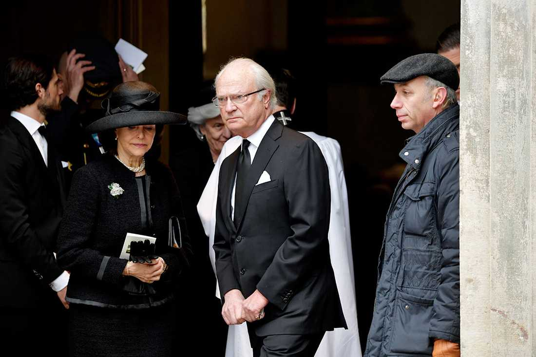 Kungen och drottning Silvia vid Noppe Lewenhaupts begravning.