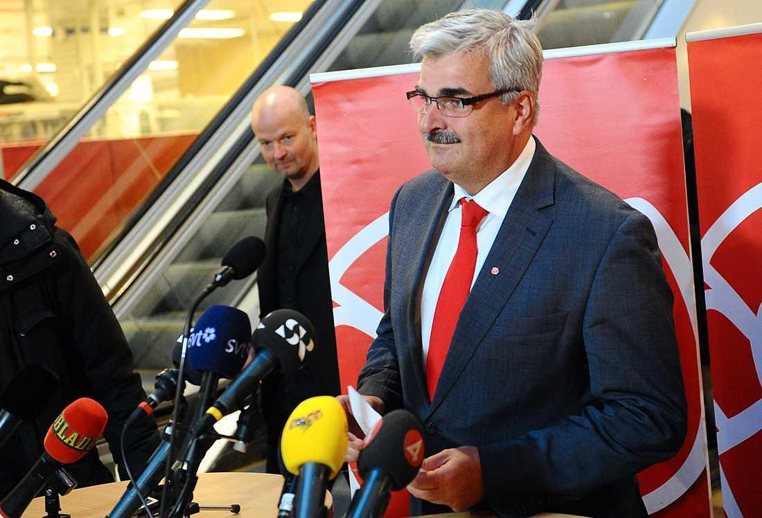 LÖRDAG 21 SEPTEMBER, KLOCKAN 15.02 Håkan Juholt meddelade sitt avgångsbeslut i köpcentret Flanaden i Oskarshamn i dag.