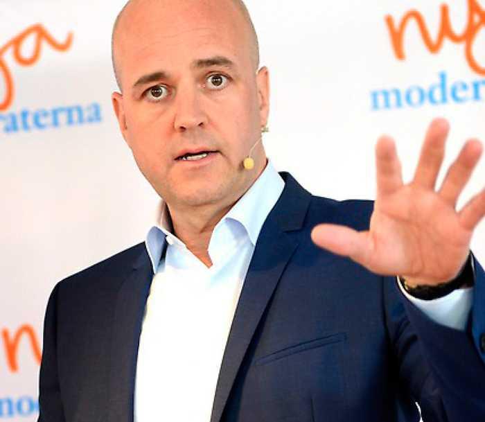 Fredrik Reinfeldt använder Sverigedemokraterna som ett politiskt slagträ.