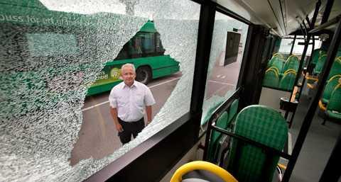 Bussar i Malmö har beskjutits fyra gånger på två dagar. Ingen har skadats i attackerna. Biträdande enhetschefen Staffan Kromnow på Veolia som kör bussarna i Malmö