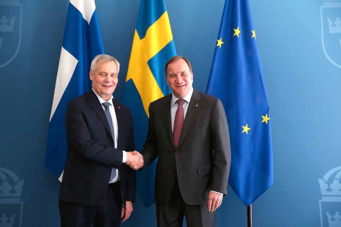 Finlands statsminister Antti Rinne hälsar på statsminister Stefan Löfven (S) under sitt besök i Rosenbad i Stockholm.