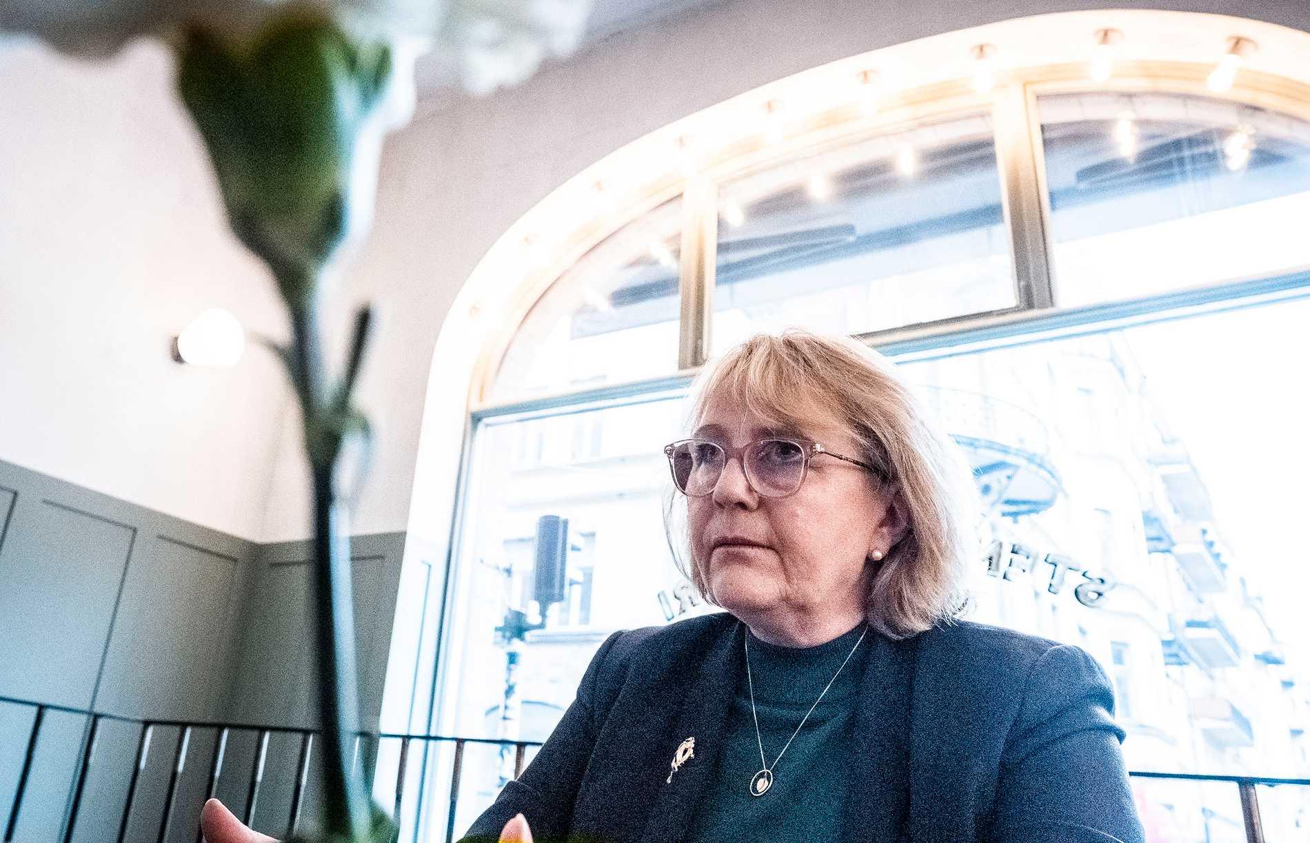 Irene Svenonius från Moderaterna i Stockholm är ansvarig för länets sjukvårdspolitik. I Stockholm ska över tusen personer varslas men välfärdskris rådet i hela landet.