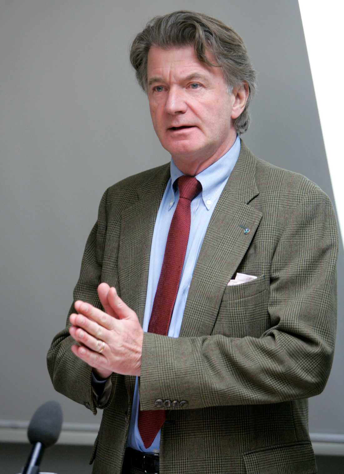 Anders Wijkman, ordförande i Romklubben, ser fördelar med ett centraliserat, toppstyrt system som Kinas.