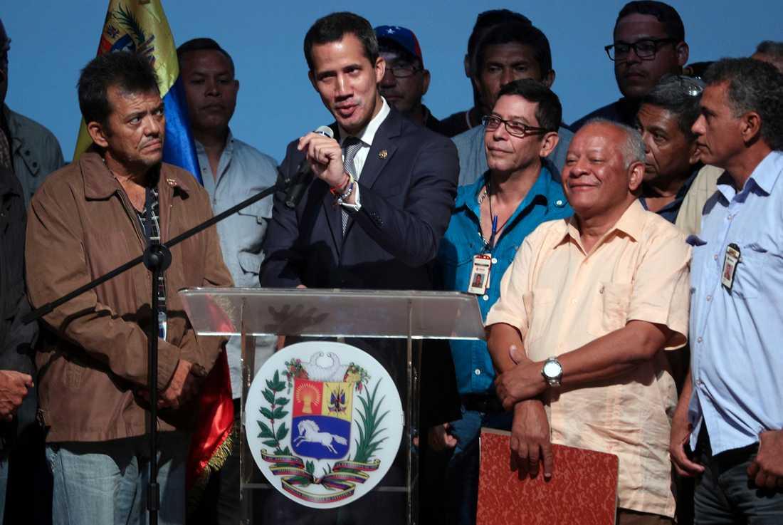 Venezuelas oppositionsledare Juan Guaidó vid sitt tal i huvudstaden Caracas på fredagen.