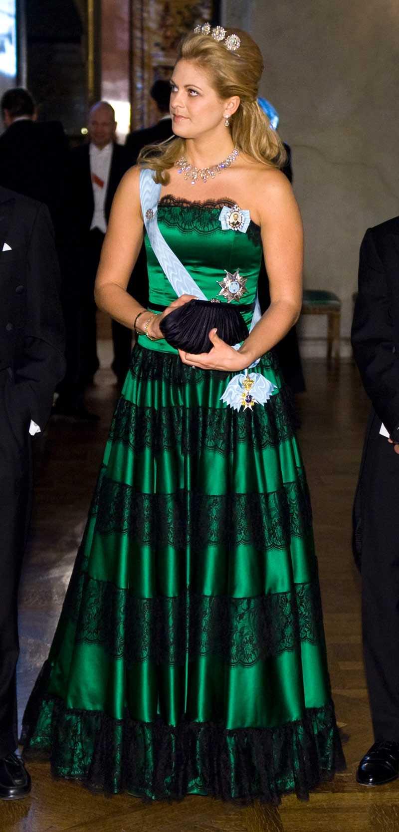 +++ Söt – inte märkvärdig Prinsessan Madeleine En smaragdgrön helsidenduchesse med Sophie Hallettespetsar. Söt, men inget märkvärdigt. Den ser ut som något Ginger Rogers bar på 1930-talet.