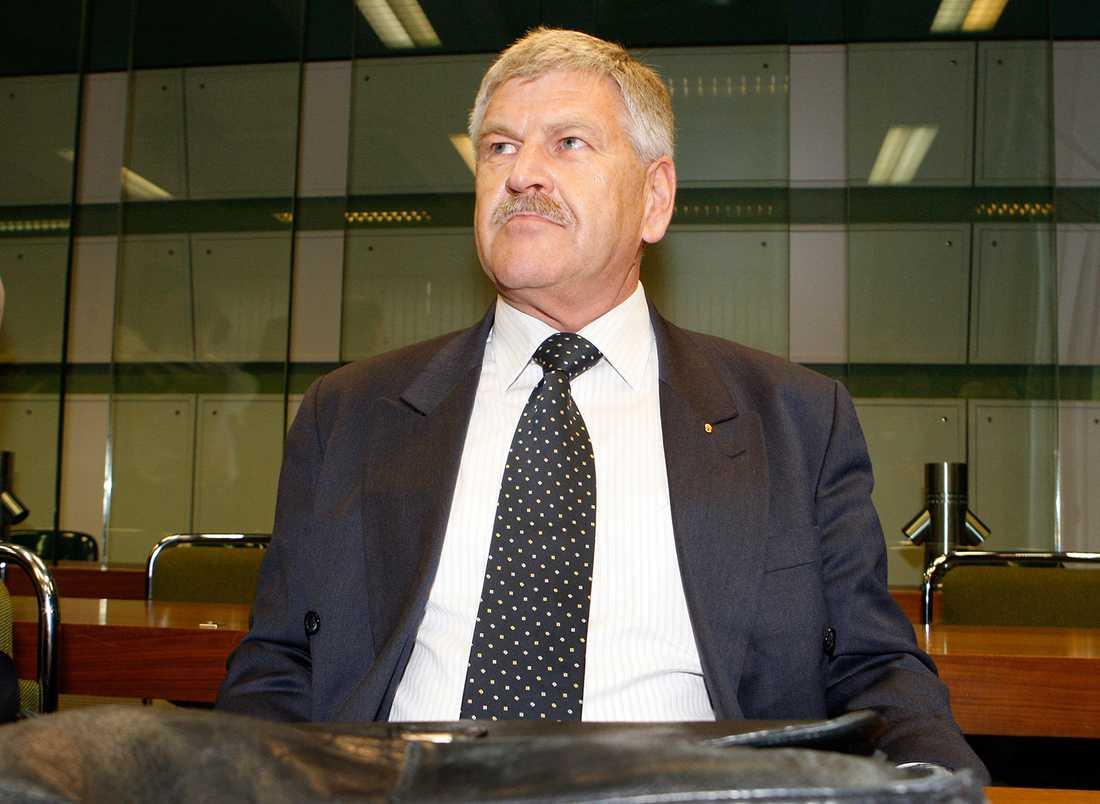 """""""Vi säger att Europa är den kontinent av vita människor och det ska förbli så"""",har Udo Voigt, den ledande kandidaten för NPD, sagt till Reuters i en sällsynt intervju."""