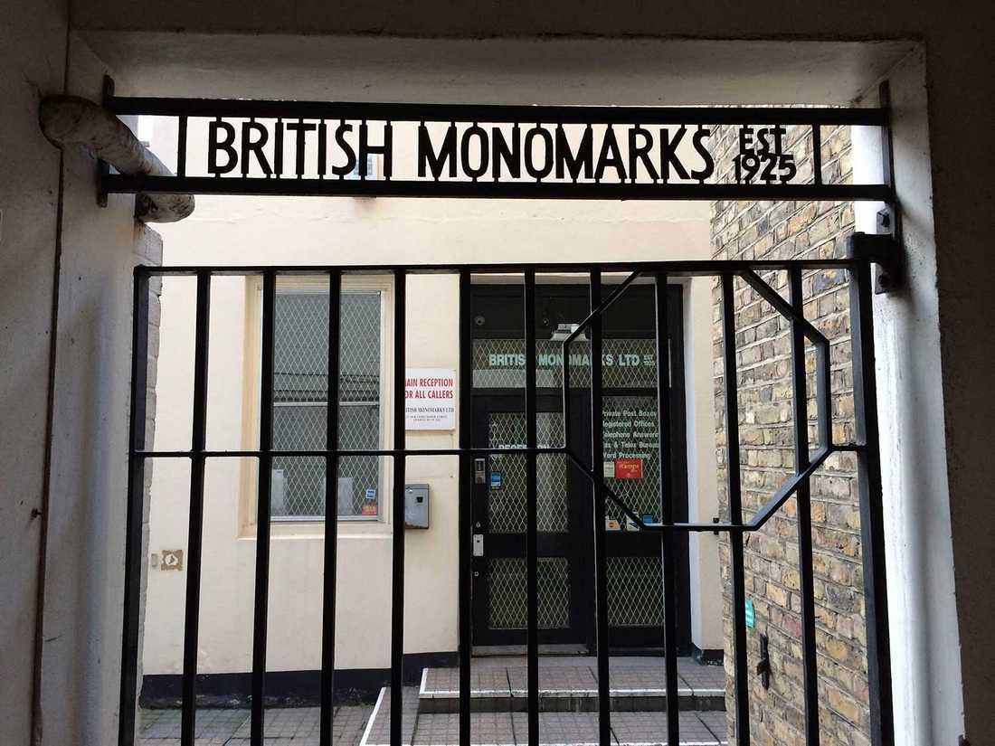 På 27 Old Gloucester Street i London finns ett brevlådeföretag som har upplåtit en adress åt Flashbackbolaget  Flashback Enterprises LTD.