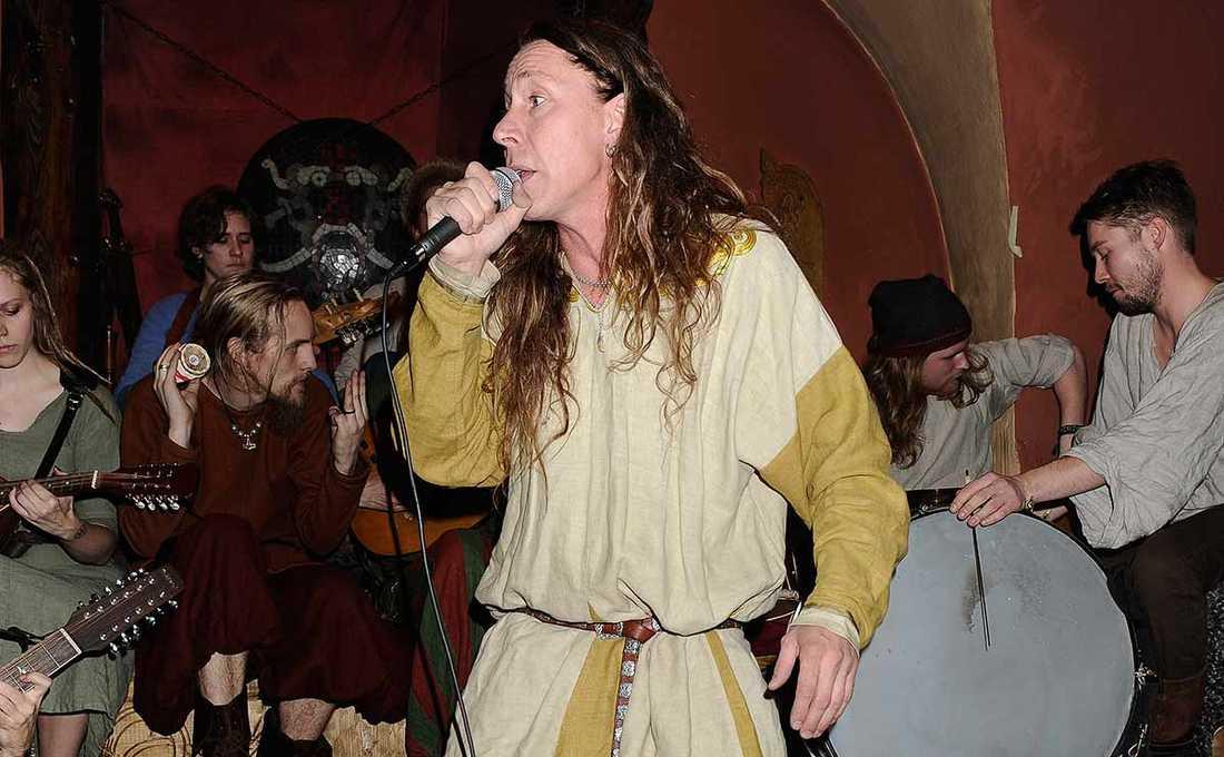 """Martin """"E-Type"""" Erikson på sin vikingarestaurang."""