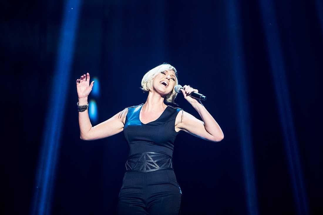 En av dem som måste välja sida är EBU som arrangerar Eurovision song contest. Om Krim vill rösta på Sanna Nielsen i maj, hur ska rösterna då fördelas? Är det röster från Ukraina eller Ryssland?