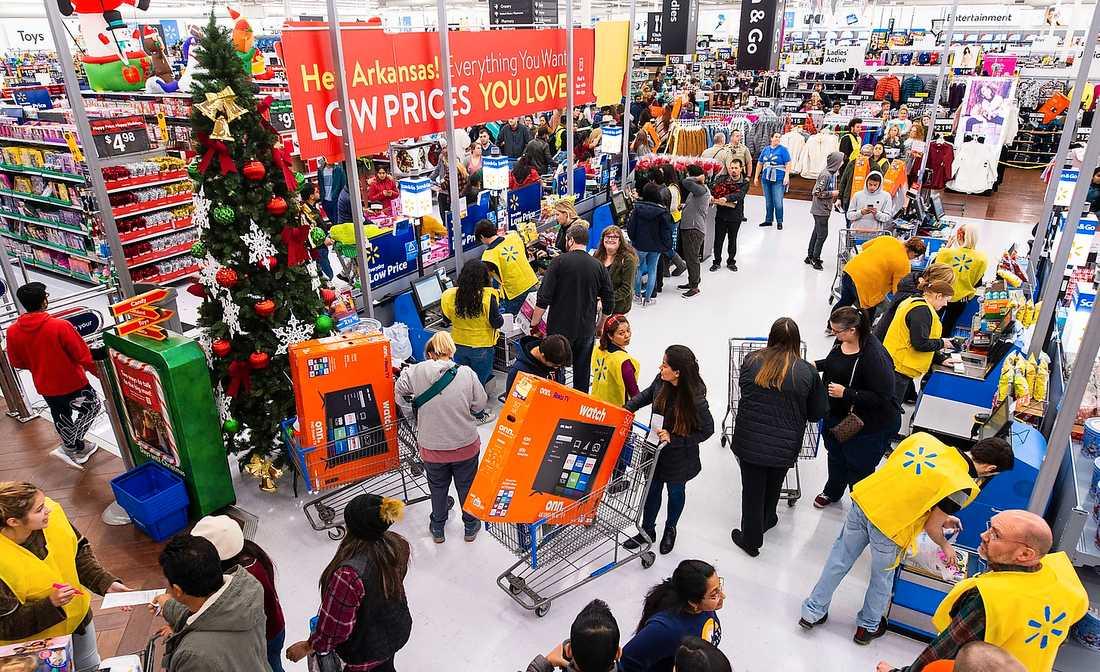 Black friday på Walmart i Bentonville, Arkansas, förra året. Affärskedjan är lika stor som hela Sveriges ekonomi.