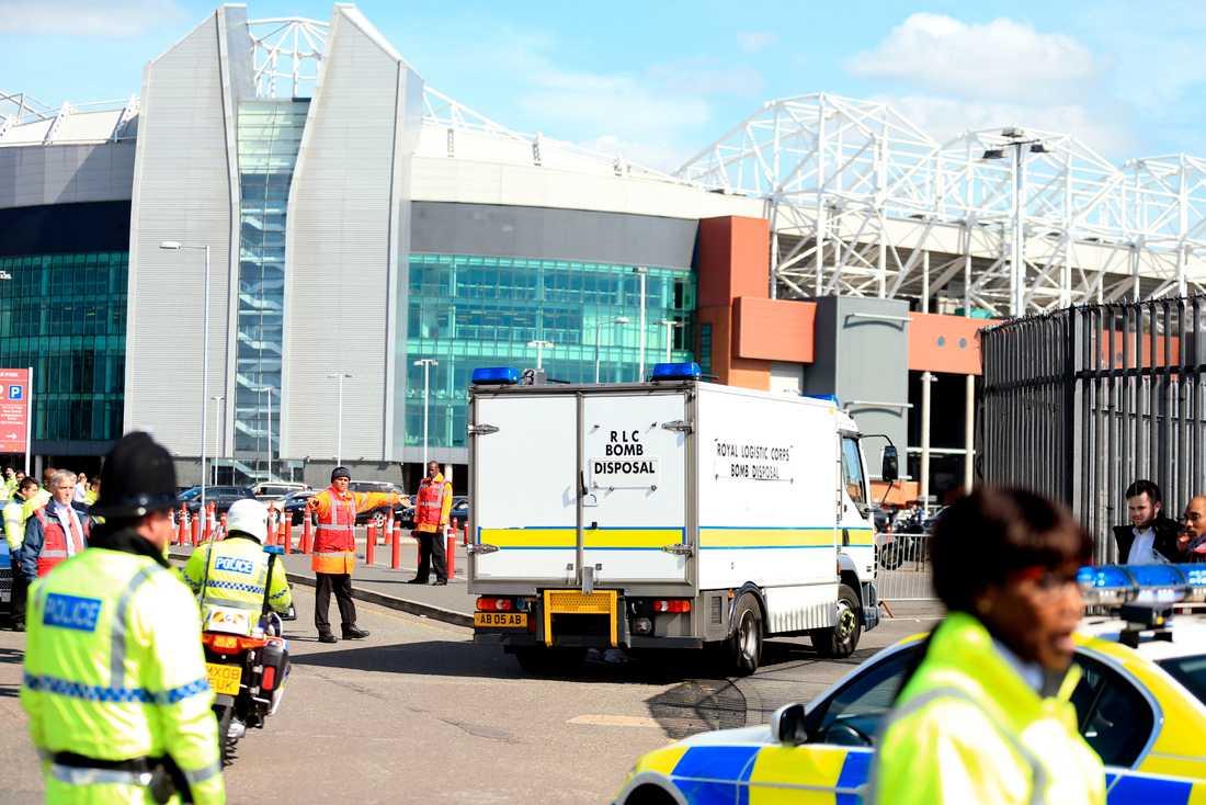 Säsongsavslutningen mellan Manchester United och Bournemouth sköts upp efter att Old Traffords bombhotats.