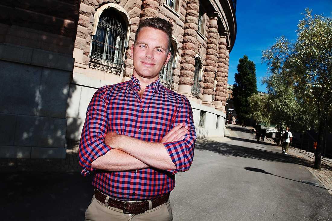 Hans Linde har gjort intresseanmälan för att ta över efter Lars Ohly som Vänsterpartiets ordförande.