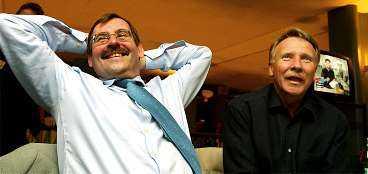 """Socialdemokraterna Lars-Erik Lövdén och Ilmar Reepalu kunde pusta ut efter en nervös valvaka. De kan glädja sig åt att få fortsätta styra Malmö. Men sverigedemokraternas två mandat oroar dem. """"Det blir rörigare i politiken, men det är ingen katastrof"""", säger Reepalu."""