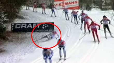 FAAN! Hördes Charlotte Kalla tydligt vråla när hon föll i en nedförsbacke efter att ha hakat i en annan åkare i början av loppet.