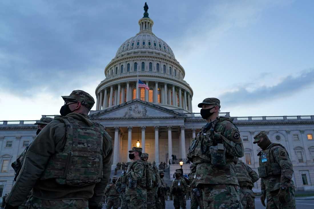 Soldater ur nationalgardet på plats vid Kapitolium i Washington DC.